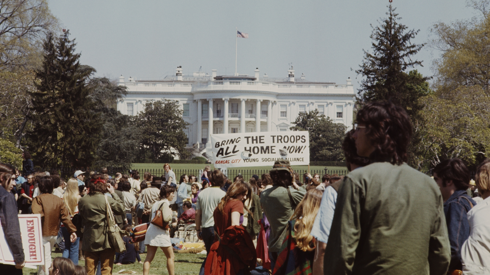 View of anti Vietnam War demonstrators standing and protesting outside the White House during a march to the Pentagon in Washington DC to plead for an end to the conflict, 1967. (Credit: Rolls Press/Popperfoto/Getty Images)