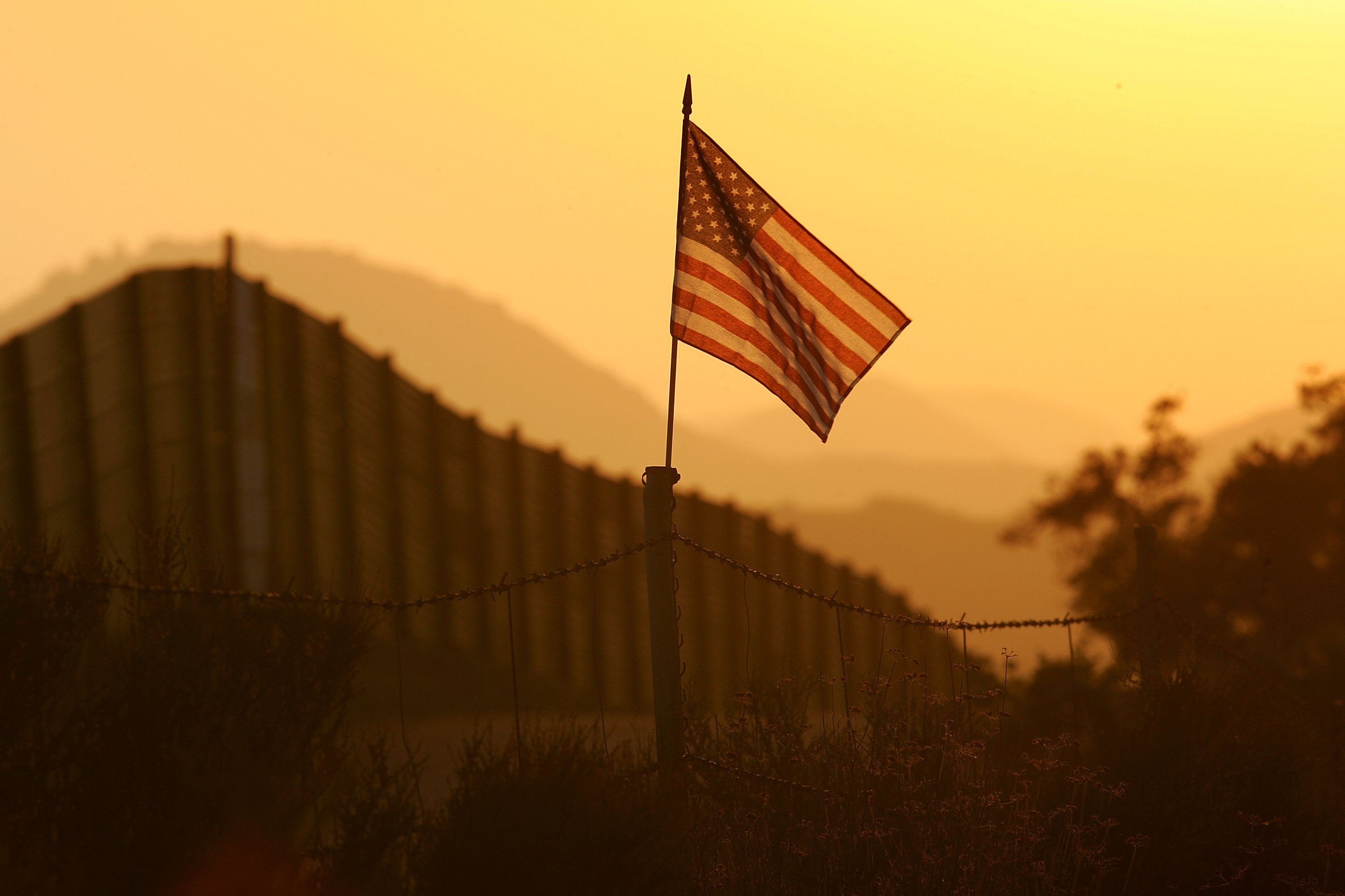 why should the u s have border Should the government allow immigrants who are here by crossing the us border without proper who have entered the united states without proper.