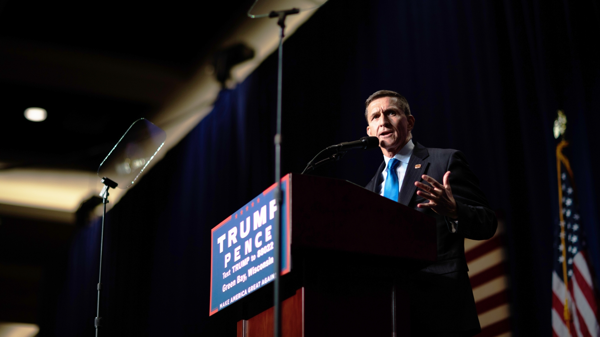 Retired General Mike Flynn at a rally for Donald Trump in Green Bay, Wisconsin, October 17, 2016. (Credit: David Hume Kennerly/Getty Images)