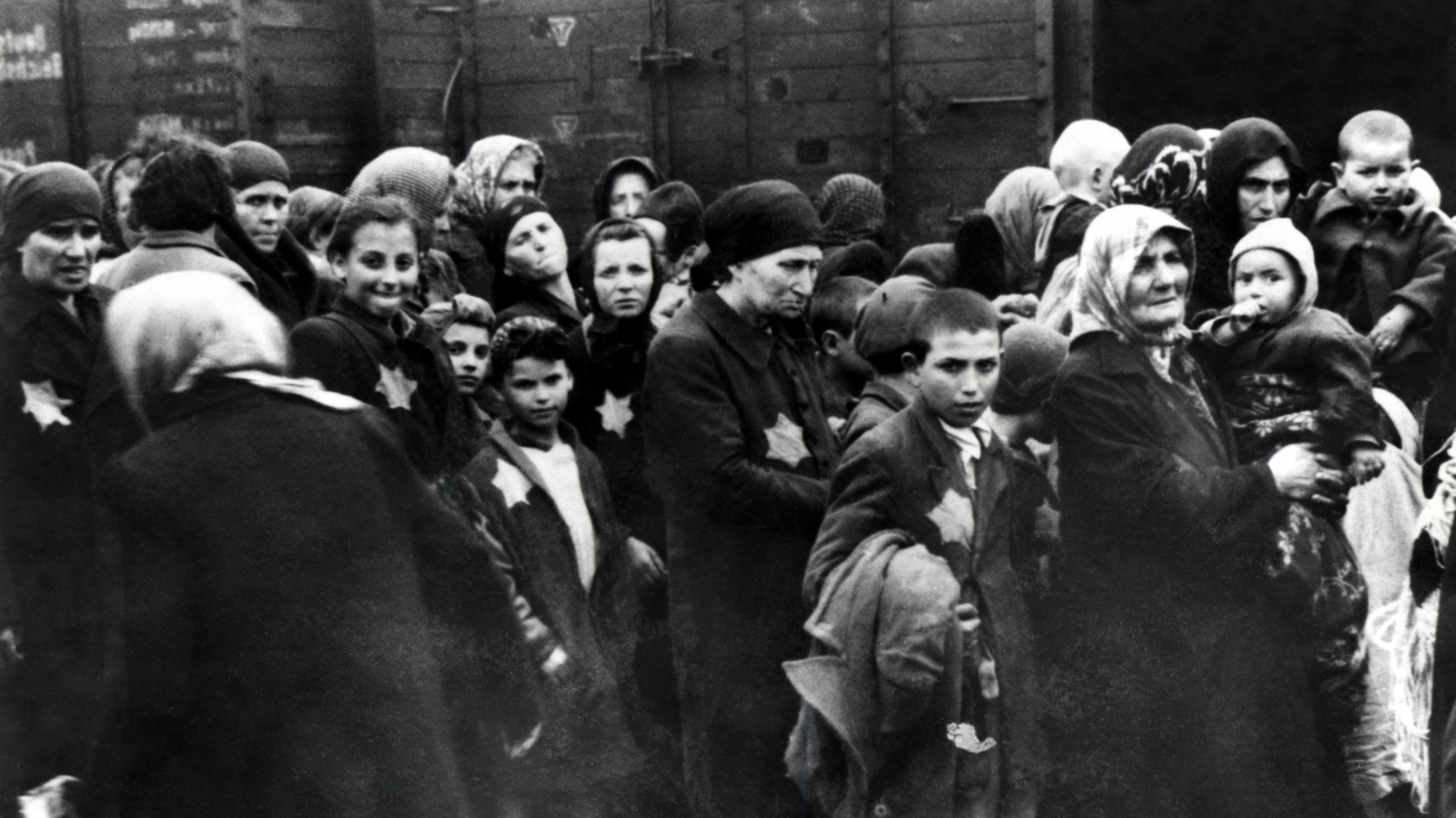 Hungarian Jews arriving at Auschwitz, 1944. (Credit: Galerie Bilderwelt/Getty Images)