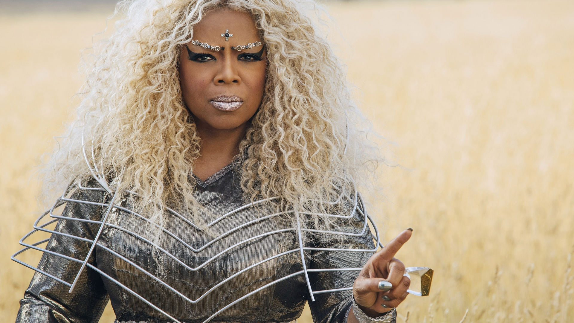 Oprah Winfrey as Mrs. Which in Disney's A Wrinkle In Time, 2018. (Credit: Atsushi Nishijima/Walt Disney Studios Motion Pictures/Everett)