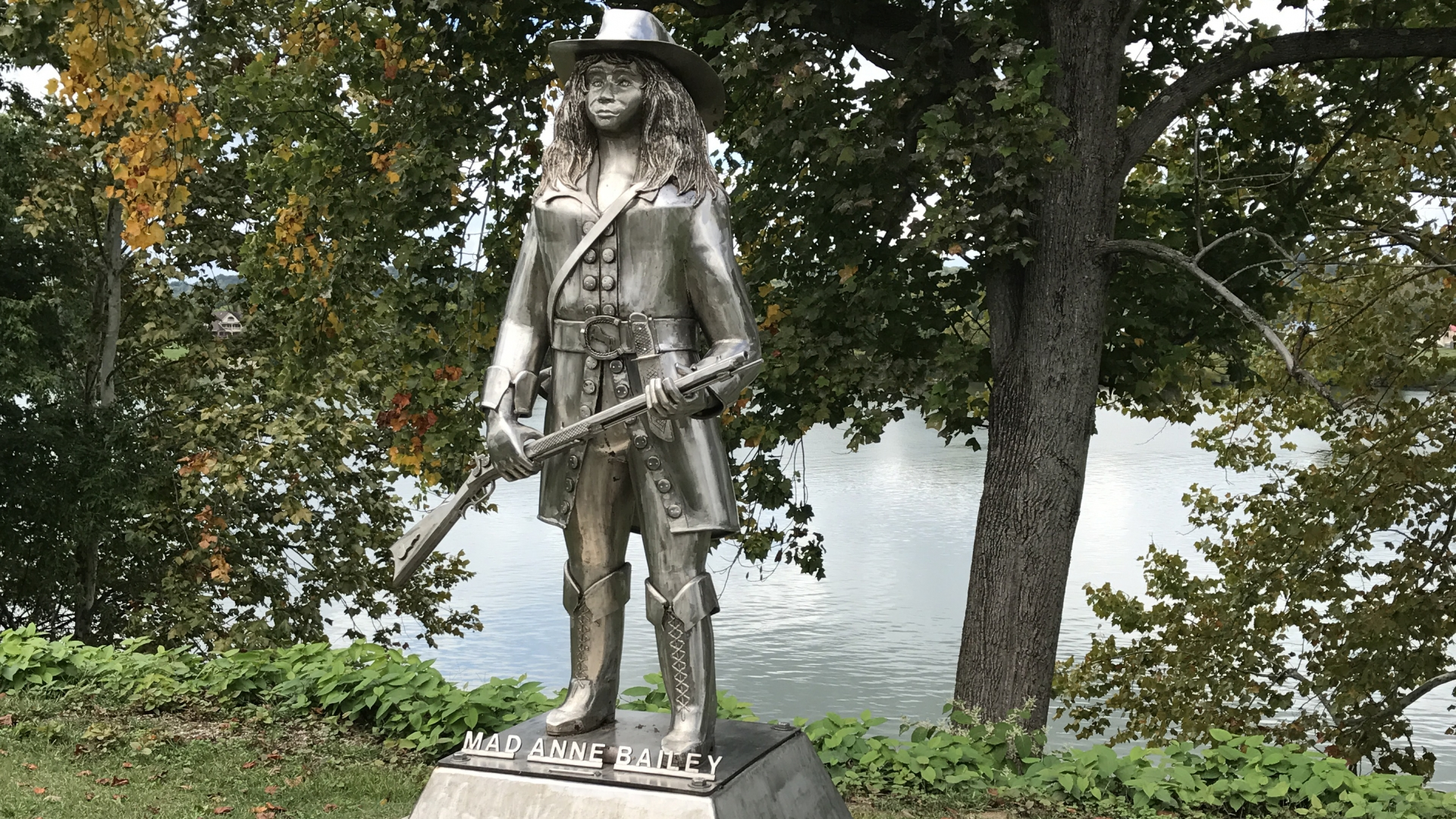 A statue of 'Mad Anne' Bailey along the Ohio River. (Credit: Nicole Beckett/Wikimedia Commons/CC BY-SA 4.0)