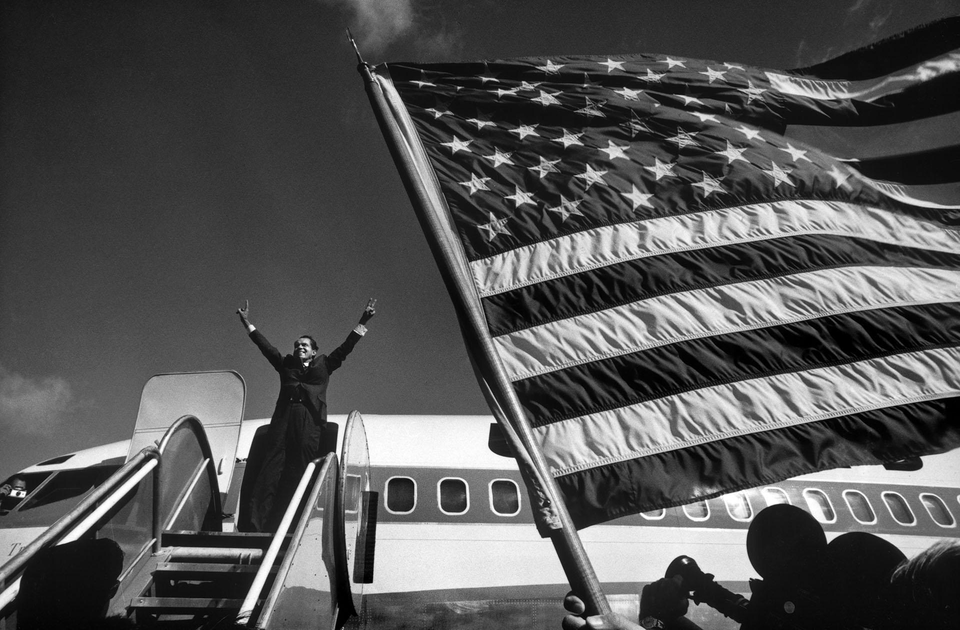 Republican candidate Richard Nixon campaigning for Presidency in Iowa, October 1968. (Credit: Raymond Depardon/Magnum Photos)