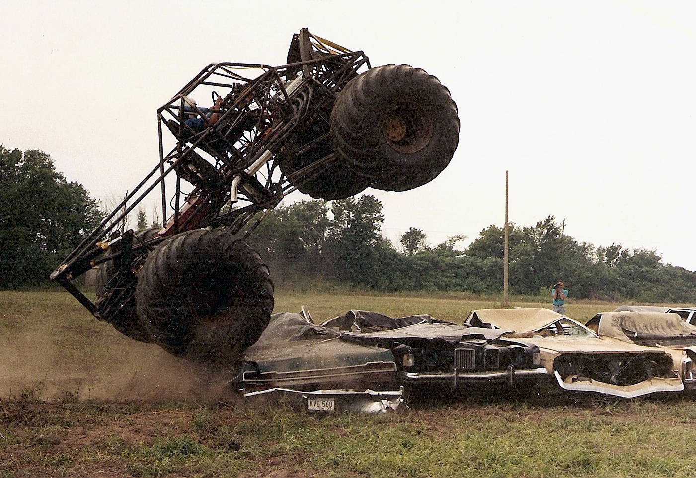 d739c42032e10 Bigfoot vs. USA-1  The Birth of Monster Truck Madness