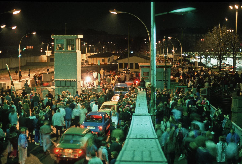 Bornholm Bridge on the night of November 9, 1989. (Credit: Andreas Schoelzel / VISUM/Redux)
