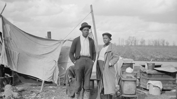 Evicted sharecroppers along Highway 60, New Madrid County, Missouri, 1939. (Credit: Arthur Rothstein/FSA/The Library of Congress)