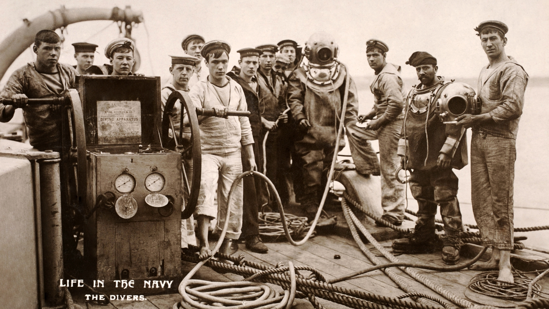 World War I naval divers, off the coast of Portsmouth. (Credit: Popperfoto/Getty Images)