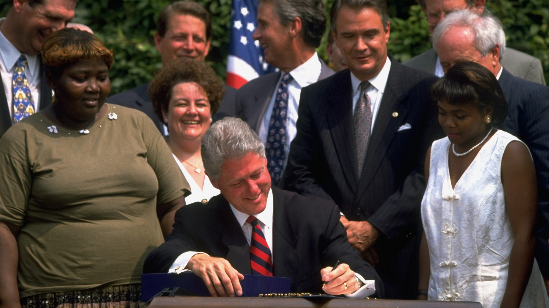 """an evaluation of president clintons 1992 election pledge to end welfare Cratic electoral fortunes among liberals  strategy, bill clinton made the pledge  to """"end welfare as we know it"""" a centerpiece of his 1992 presidential elec- tion  campaign  4 percent named it as a basis of party evaluation—even fewer than  at."""