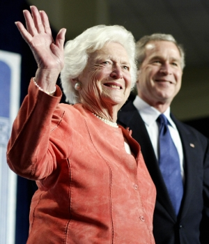 Former US first lady Barbara Bush with her son then-President George W. Bush, 2005. (Credit: Tim Sloan/AFP/Getty Images)