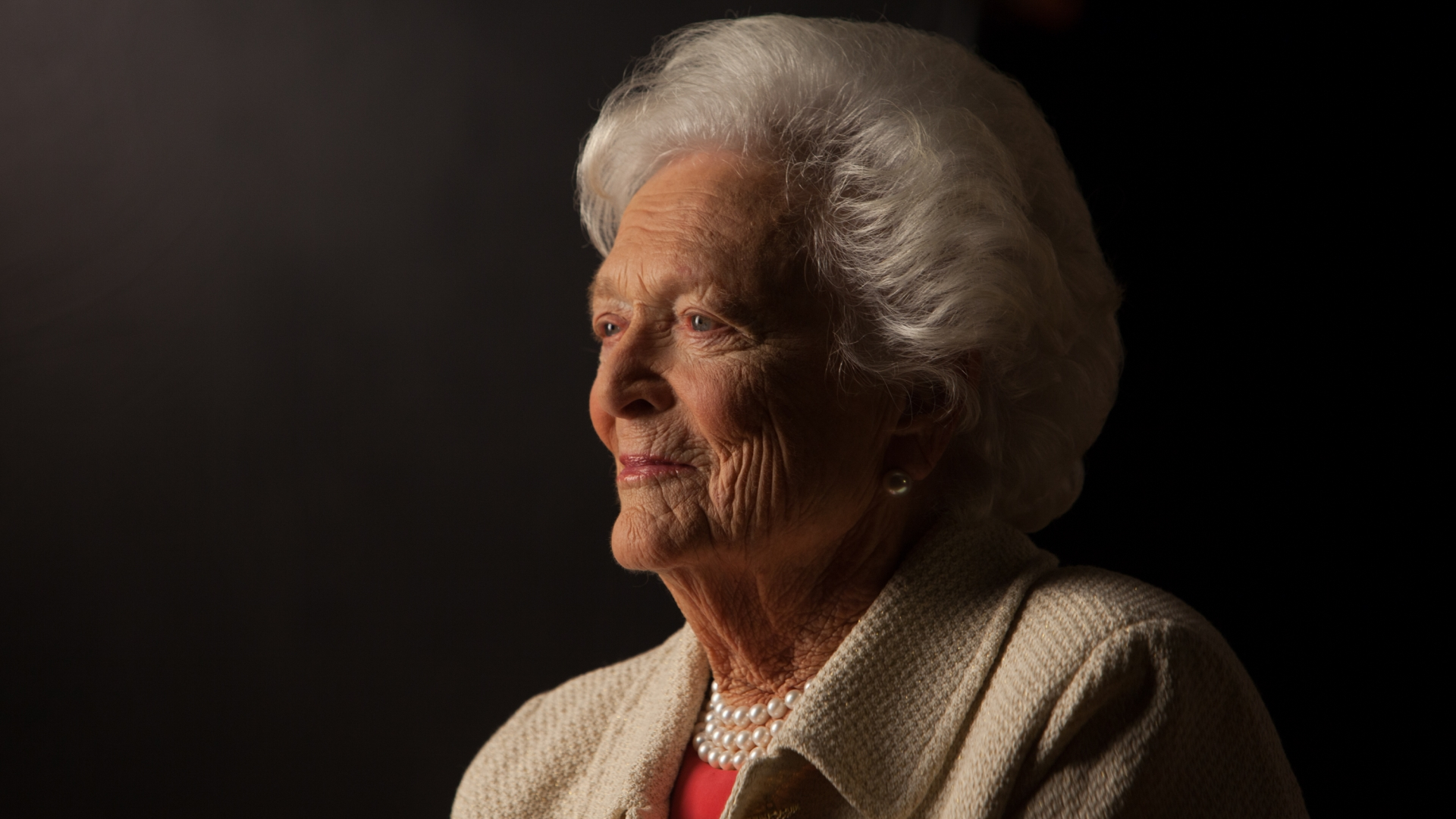 Former First Lady Barbara Bush, 2011. (Credit: David Hume Kennerly/Getty Images).