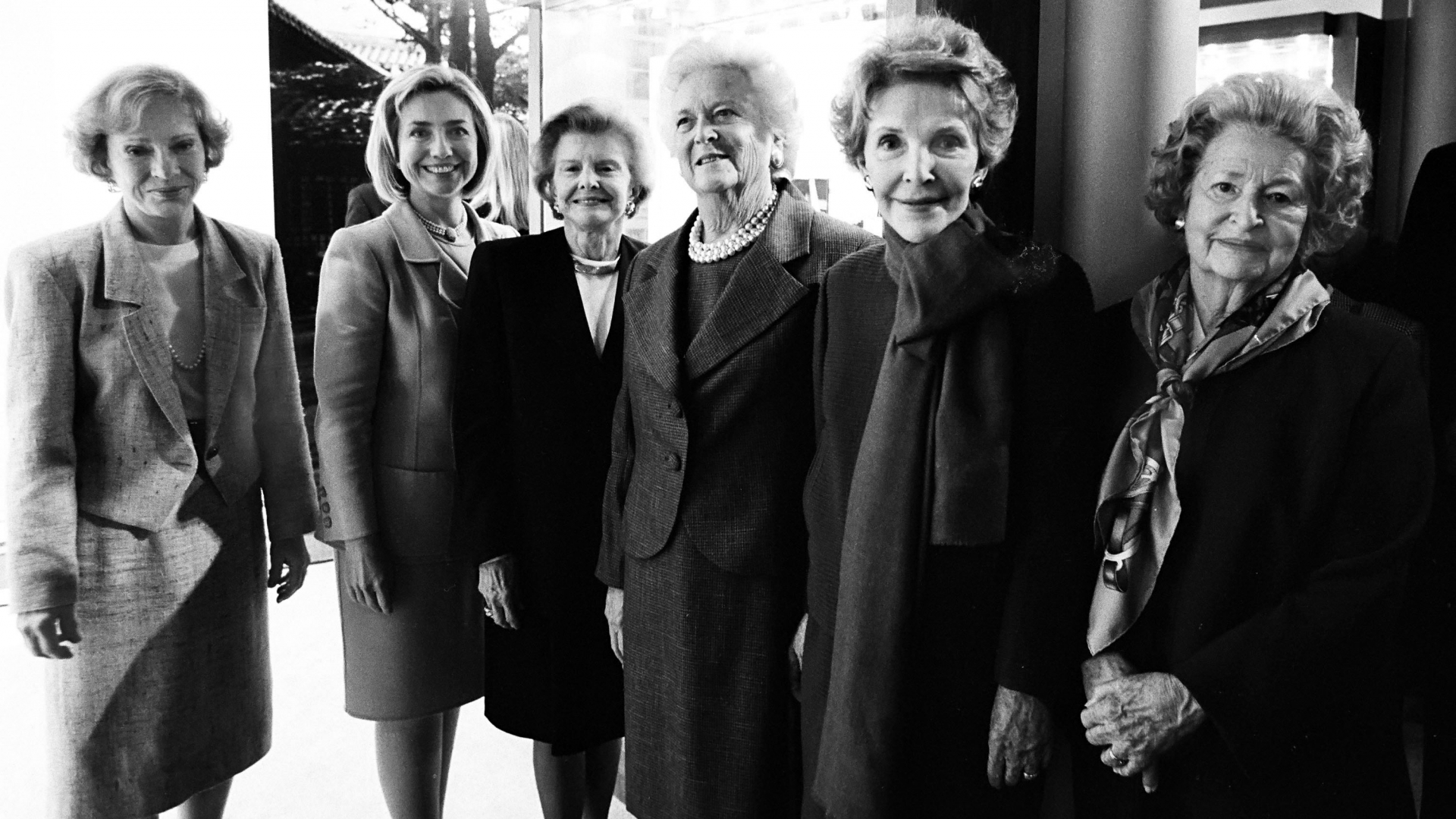 Former First Ladies Rosalynn Carter, Hillary Rodham Clinton, Betty Ford, Barbara Bush, Nancy Reagan, and Lady Bird Johson at the dedication of the George H.W. Bush Presidential Library on November 6, 1997 in College Station, Texas. (Credit: David Hume Kennerly/Getty Images)