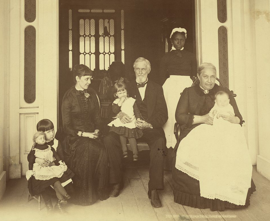 Jefferson Davis with his family, circa 1884. (Credit: The Library of Congress)