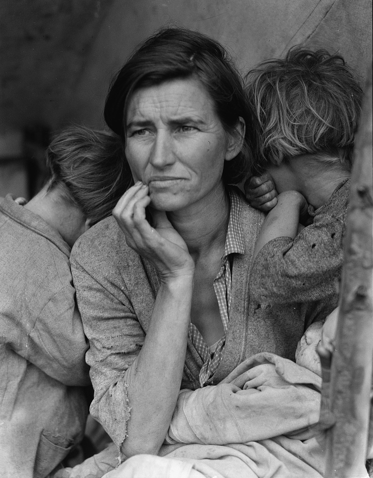 'Migrant Mother,' photographed by Dorothea Lange. (Credit: Farm Security Administration/The Library of Congress)