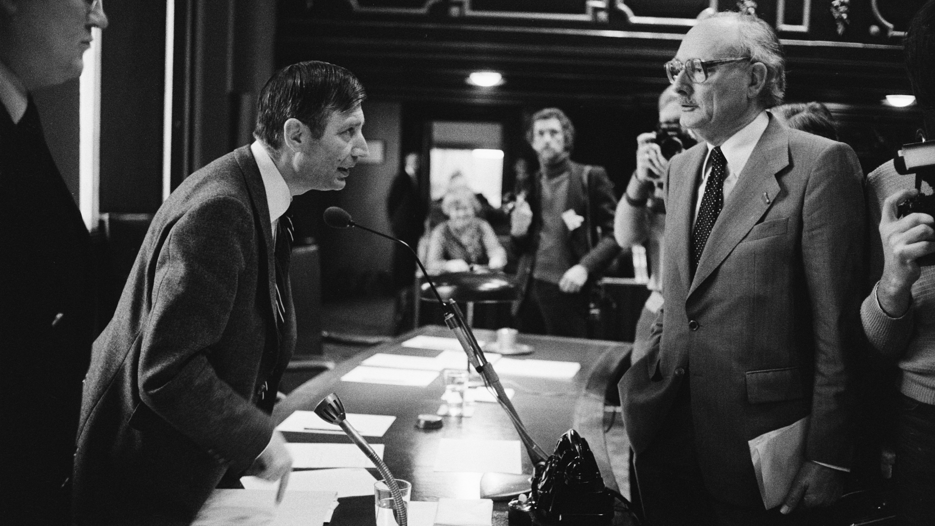 President of the Chamber Johan Van Hulst on the right. (Credit: Koen Suyk/National Archives of the Netherlands)