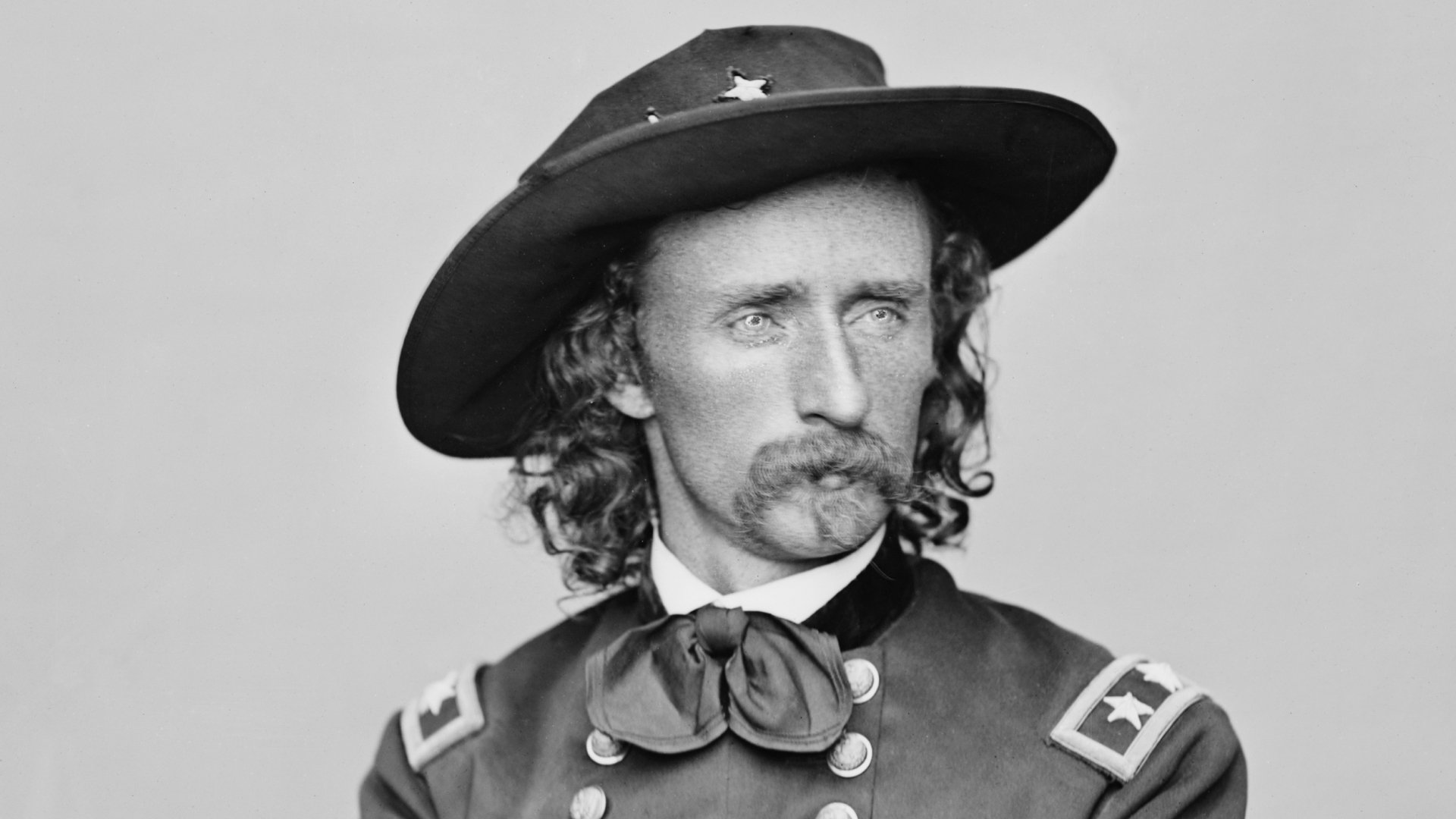 """UNITED STATES - CIRCA 1900:  A portrait of George Armstrong Custer, 1839-1876, the """"hero"""" of the Indian campaigns.  (Photo by Buyenlarge/Getty Images)"""